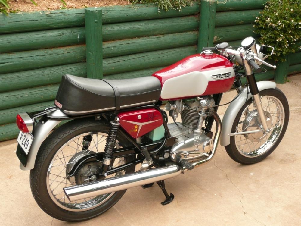 Ducati 250 Mk 3 Desmo (1/3)
