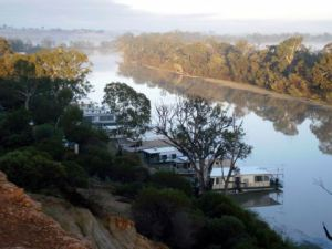 Houseboats moored at Loxton
