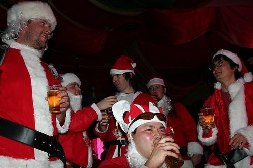 santa_pint_drinking_beer