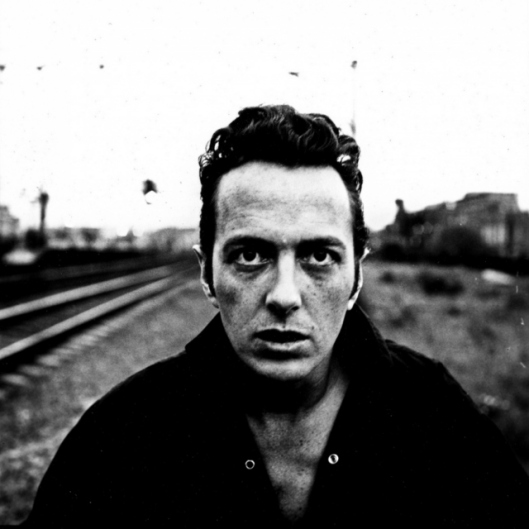 joe-strummer LONDON CALLING